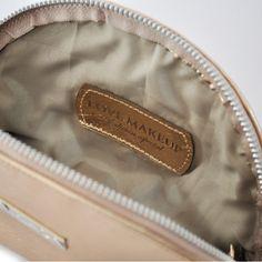 Detalle interior Neceser Glam de MIHO. LOVE MAKEUP - Edición Especial.  http://www.mihocosmetics.com/love-makeup/