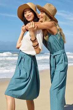 ESPRIT linen and organic cotton jumpsuit. Simply slip it on and look instantly stylish: this striped jumpsuit is extremely comfortable and comes in a relaxed cut with a tie-around belt to accentuate the waist. Cotton Jumpsuit, Striped Jumpsuit, Summer Campaign, Summer Looks, Organic Cotton, Fashion Photography, Summer Outfits, Topshop, Dressing