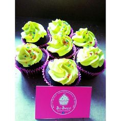 #Cupcakes personalizados para el mes de las #brujas - Envíanos tus diseños de #Halloween - Llámanos o síguenos en redes sociales: #Bogota Cel: 317 657 5271 #Cedritos Cra 11 No. 138 - 18 - Facebook: https://www.facebook.com/pasteleriasosweet - Pinterest: http://www.pinterest.com/sosweetcol - Twitter: https://twitter.com/Sosweetchef
