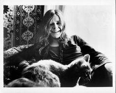 猫とアーティストの2ショット写真50枚を掲載したNYデザイン事務所のサイトが話題に - amass