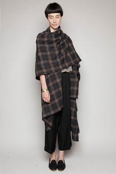 #YohjiYamamoto plaid wrap #minimalist #fashion #style #lesdoitmagazine