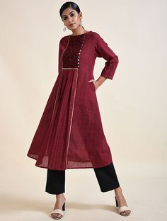 Salwar Neck Designs, Churidar Designs, Kurta Neck Design, Dress Neck Designs, Kurta Designs Women, Cotton Tops For Jeans, Khadi Kurta, Indian Fashion Dresses, Frock Design