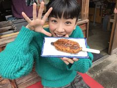 五平餅 Gohei-mochi : skewered sweet rice cakes served with soy sauce and miso Ulzzang Kids, Rice Cakes, Cake Servings, Skewers, Japanese Food, Mochi, Make It Yourself, Tableware, Sweet