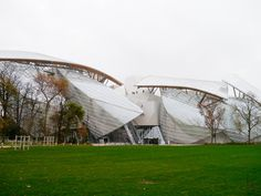 My personal impressions of the Fondation Louis Vuitton, a guide on why you should not miss it the next time you visit Paris and the hard facts just for you. Fondation Louis Vuitton, Brunettes, Fashion Beauty, Around The Worlds, Paris, Building, Blog, Travel, Viajes