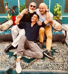 """Sharing Picture With Gulshan Grover And Anupam Kher, Akshay Kumar Says """"Started My Career With These Two"""" And You Will Be Reminded Of Handsome Celebrities, Indian Celebrities, Bollywood Celebrities, Bollywood Gossip, Bollywood Stars, Bollywood Fashion, Akshay Kumar Photoshoot, Anupam Kher, Film Tips"""