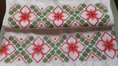 Jogo de lavabo, rosto e lavabo Melina karsten, branco com motivos natalinos lavabo 33x50 rosto 50x80 ponto reto e ilhós pode vender separadamente e também pode fazer na cor que o cliente desejar