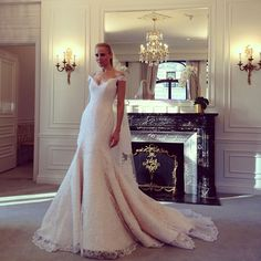 Off the shoulder gorgeousness by @romonakevesa in the suitably opulent surroundings of the Dior Suite at The St Regis Hotel #bridalmarket #pinchme