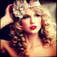 Taylor swift and her curly hair
