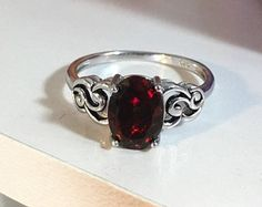 DEEP rich red with multicolored fire black natural Opal silver ring, original vintage design, classic elegant style, 9x7mm,1 Ct, top quality