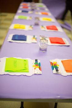 Table settings at an Art Party #art #partytable