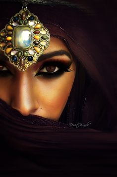 An Arabian Princess Arabian Eyes, Arabian Makeup, Arabian Beauty, Arabian Nights, Arabian Women, Exotic Beauties, Foto Art, Beautiful Eyes, Indian Beauty
