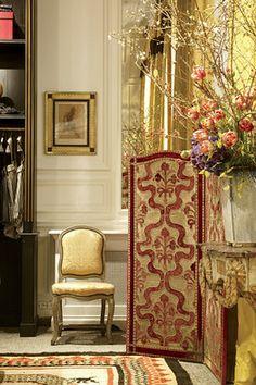 Dries Van Noten women's store at 7 Quai Malaquais #Paris | photo: Jean Pierre Gabriel