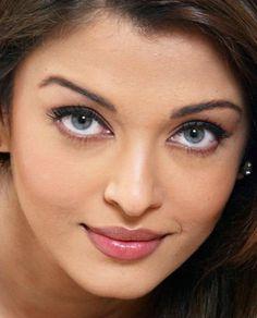 Aishwarya Ok Kaalaiyil Pannikkalam Good Night Aishwarya Rai Makeup, Aishwarya Rai Young, Aishwarya Rai Pictures, Aishwarya Rai Photo, Aishwarya Rai Bachchan, Beautiful Lips, Beautiful Girl Indian, Beautiful Indian Actress, Beautiful Models