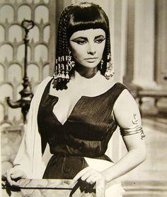 Elizabeth Taylor in Cleopatra Happy Birthday Elizabeth, Divas, Elizabeth Taylor Cleopatra, Queen Cleopatra, Cleopatra Beauty, Jenifer Aniston, Photo Portrait, Braids Wig, Iconic Movies