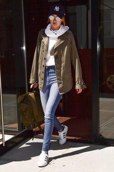 Style Inspiration : 50 Amazing Gigi Hadid Street Style Looks - Fashionetter Look Fashion, Daily Fashion, Street Fashion, Fashion Outfits, Fashion Weeks, Looks Gigi Hadid, Gigi Hadid Style, Gigi Hadid Casual, Looks Street Style