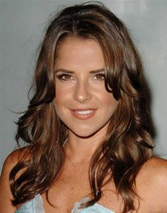 Actress Kelly Monaco of General Hospital. Who I pictured when I created Sam Colby. Cut My Hair, Wavy Hair, Her Hair, Hair Cuts, Kelly Monaco, Attractive People, Brunette Hair, Hot Actresses, Cut And Color