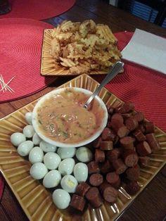Salchipapas....salchichas, papitas fritas y huevos de codorniz