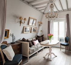 This charming studio apartment rental in Paris is a little jewel, with beautiful decor and picture perfect views of the Eiffel Tower. Parisian Bedroom, Parisian Apartment, Paris Apartments, Small Apartments, Studio Apartments, French Interior, French Decor, Interior Design, Small Space Living