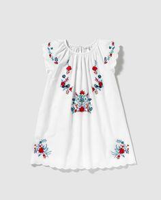 Vestido de niña Bass 10 blanco con bordado multicolor