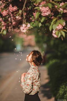 Girl under sakura tree – Nice Words Beautiful Spring Photography, Tree Photography, Creative Photography, Romantic Photography, Floral Photography, Landscape Photography, Portrait Photography Poses, Photography Poses Women, Photo D Art