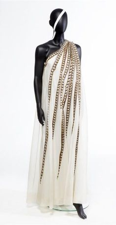 Ernst-Jan Beeuwkes (designer) Evening gown of off-white silk organza lined with double lining silk, motif from left shoulder to right bottom, 1971, The Hague Museum