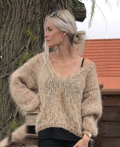 Love mohair Knitting pattern - Strikkeopskrifter f Grey Sweater Dress, Mohair Sweater, Casual Tops For Women, Knit Fashion, Knitwear, Knitting Patterns, Knit Crochet, Sweaters For Women, Outfits