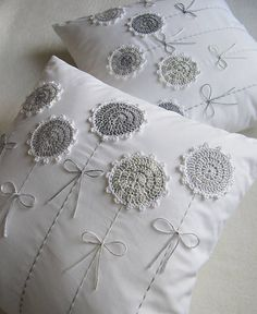 Watch The Video Splendid Crochet a Puff Flower Ideas. Phenomenal Crochet a Puff Flower Ideas. Crochet Cushions, Sewing Pillows, Crochet Pillow, Diy Pillows, Crochet Flower Patterns, Crochet Doilies, Crochet Flowers, Crochet Projects, Sewing Projects