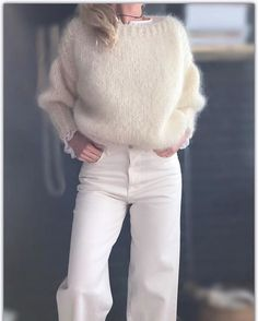 Mohair off-white sweater. Knitwear Fashion, Knit Fashion, Winter Fashion Casual, Winter Outfits, Jackets For Women, Sweaters For Women, Clothes For Women, Mode Outfits, Fashion Outfits
