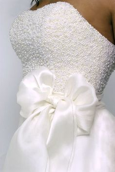 pearl, wedding dressses, bead, strapless wedding dresses, wedding white, stunning wedding dresses, bride, big bows, white gowns