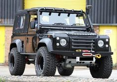 Land Rover Defender 90 Tdi soft top canvas Twisted ICON extreme experience customized for you.  Lobezno