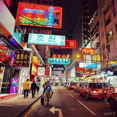 Lost in translation #travel #hongkong #hk #night #streetphotography #citylights #cityscape (à Hong Kong)