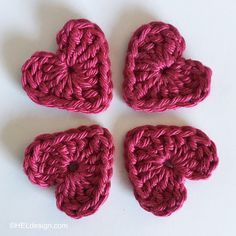 With a crochet hook and some scrap yarn you´ll make these cute, tiny crochet hearts in a few minutes. And with Valentine´s Day right around the corner, they´re perfect as decorations on a homemade … Drops Design, Drops Alpaca, C2c, Crochet Hooks, Crochet Projects, Free Pattern, Raspberry, Homemade, Valentines