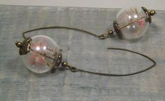 Boucles d'oreilles globes verre, graines fleurs pissenlit de couleurs rouge (aigrettes / dandelion), métal de couleur bronze de la boutique LongNathalie sur Etsy