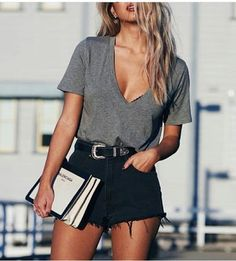 Looks com blusa cinza inAlone With a Paper *Clique para ver look completo* summer outfits - New Hair Style Casual Summer Outfits, Short Outfits, Spring Outfits, Trendy Outfits, Summer Dresses, Black Shorts Outfit Summer, Black Levi Shorts, Spring Shorts, Jean Shorts