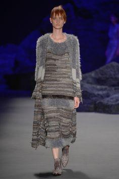 Fernanda Yamamoto, Tactile Texture, Vintage Crochet Patterns, Future Fashion, Knit Dress, Ideias Fashion, Knitwear, Winter Outfits, Knit Crochet