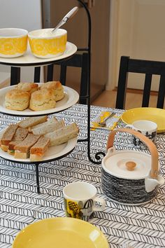 I kök och rum - Tea time Marimekko, Afternoon Tea, Tea Time, Bread, Food, Eten, Bakeries, Meals, Breads
