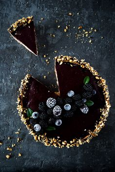 Tart Recipes, Sweet Recipes, Dessert Recipes, Dark Food Photography, Black Food, Bakery Cafe, Food Decoration, Sweet Tarts, Aesthetic Food