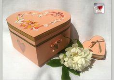 Boite forme coeur romantique ♥  30€  ♥ boite de rangement, emballage cadeau; céramique satin organza papier : Box heart  par creasoize