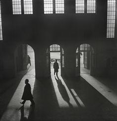 Roman Vishniac, [Interior of the Anhalter Bahnhof railway terminus, near Potsdamer Platz, Berlin], late 1920s–early 1930s