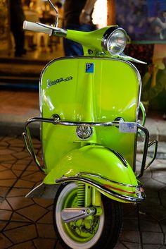 Piaggio Vespa, Scooters Vespa, Motos Vespa, Moped Scooter, Motor Scooters, Retro Scooter, Vespa Vbb, Vintage Vespa, Vintage Cars