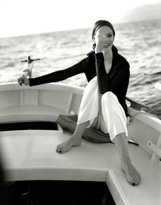 Love the sea , love to be on a boat feeling free !