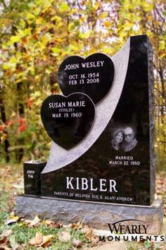 Unusual Headstones, Cemetery Headstones, Cemetery Art, Headstone Ideas, Tombstone Designs, Grave Monuments, Bird Bath Garden, Memorial Stones, Grave Memorials