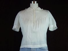 Vintage Blouse Gray Size 10: A cute 34 pleated front princess sleeve button detail linen textured top shirt with a 38 inch waist 50s Era