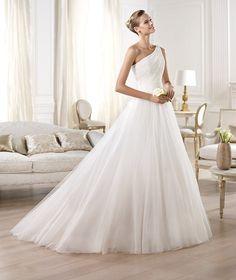 Pronovias presents the Omagua wedding dress. Glamour 2014.   Pronovias