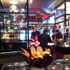 One of my star dining place - Awarded L'Atelier de Joël Robuchon
