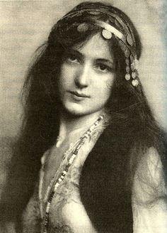 All sizes   Evelyn Nesbit as Mignon, 1902   Flickr - Photo Sharing!