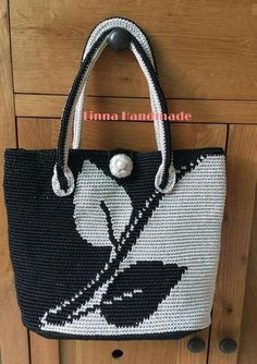 Every day love - Salvabrani Crochet Simple Tote Bag for Beginners - Jestoni X could be felted Crochet Clutch, Crochet Handbags, Crochet Purses, Bead Crochet, Crotchet Bags, Knitted Bags, Macrame Purse, Macrame Knots, Tapestry Crochet Patterns