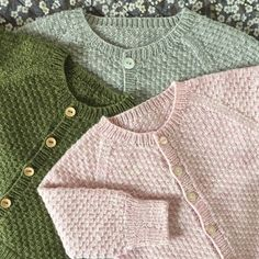 Charlie Baby Cardigan Jacket pattern by marianna mel Baby Cardigan Knitting Pattern, Knitted Baby Cardigan, Knit Baby Sweaters, Baby Knitting Patterns, Baby Patterns, Baby Barn, Knitting For Kids, Cute Baby Clothes, Creations