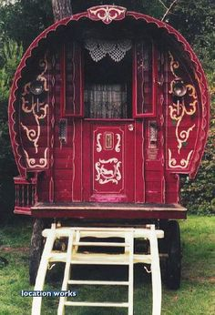 Film & photography location: Restored gypsy caravan, kept in West Sussex. Glamping, Gypsy Trailer, Gypsy Home, Modern Gypsy, Gypsy Living, Vintage Gypsy, Gypsy Wagon, Tiny House Design, Gypsy Style