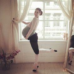 259 Professional Ballerina Documents Her Pregnancy in Photo Series 'Ballet Beautiful'